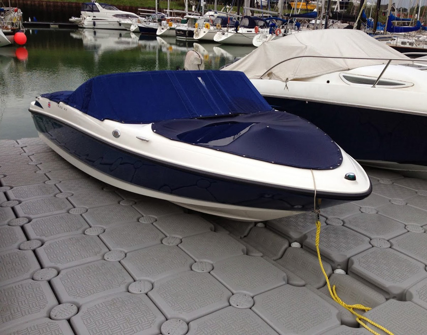 Static dock for motor boat